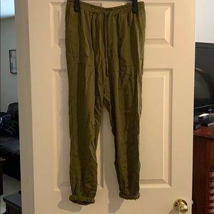Drawstring jogger pants with pockets!